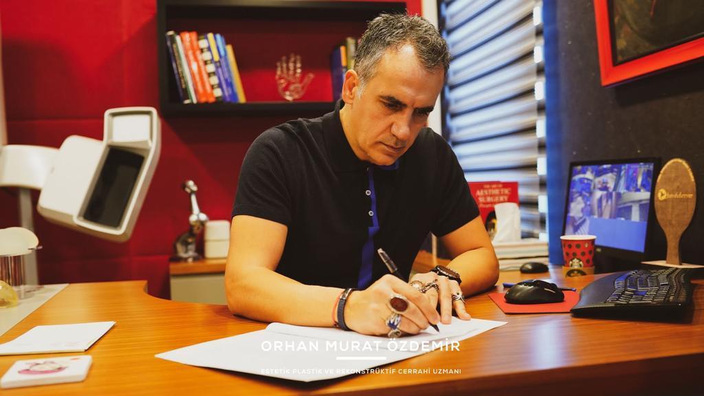 Göğüs küçültme dikleştirme Estetik Cerrah Op. Dr. Orhan Murat Özdemir