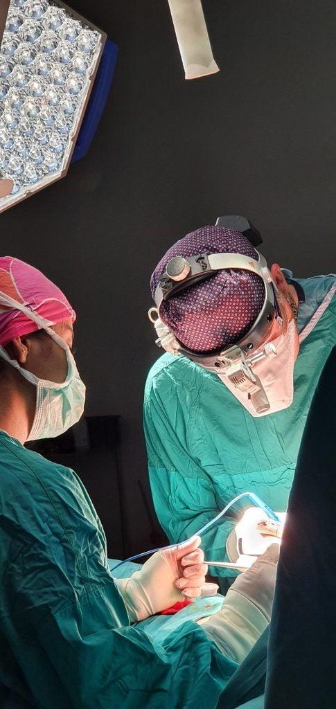 göğüs büyütme ameliyatında meme silikonu ameliyatı