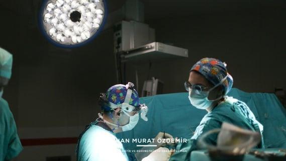 göğüs estetiği ameliyatı Estetik Cerrah Op. Dr. Orhan Murat Özdemir
