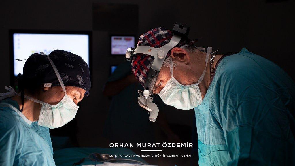 Memenin büyültmesi ameliyatlarında Estetik Cerrah Op. Dr. Orhan Murat Özdemir